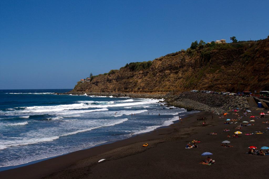 Фото пляжа на Канарских островах (Тенерифе).