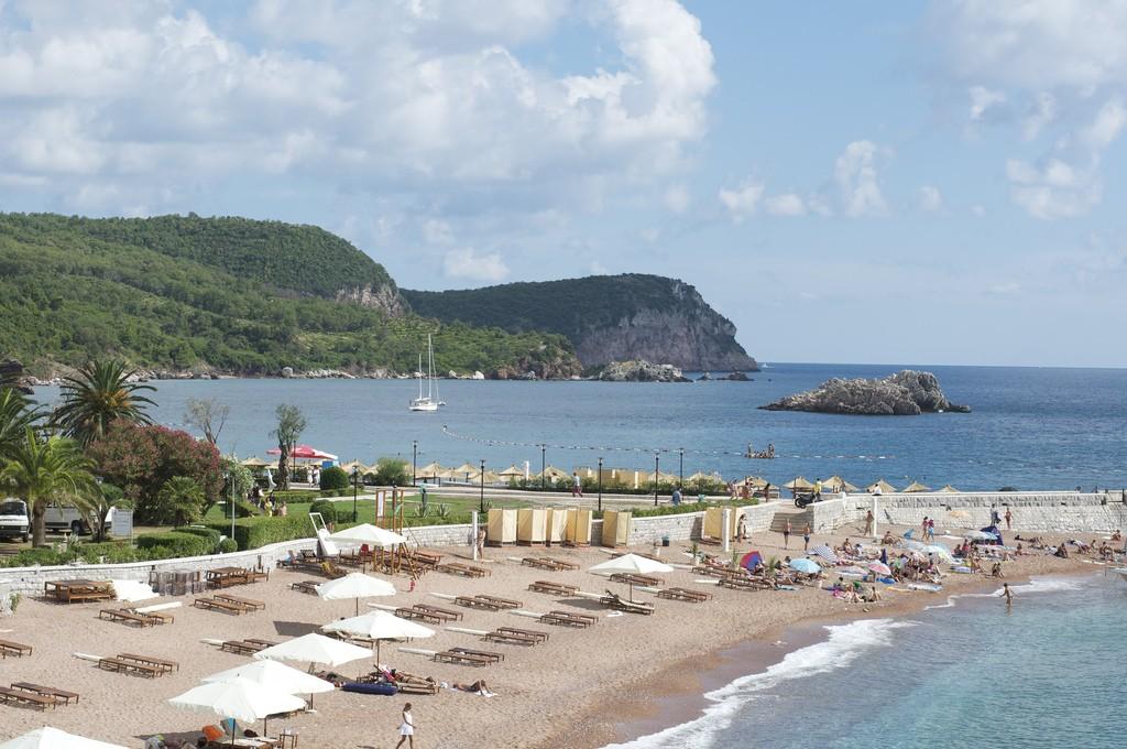 Фото пляжа в Черногории.