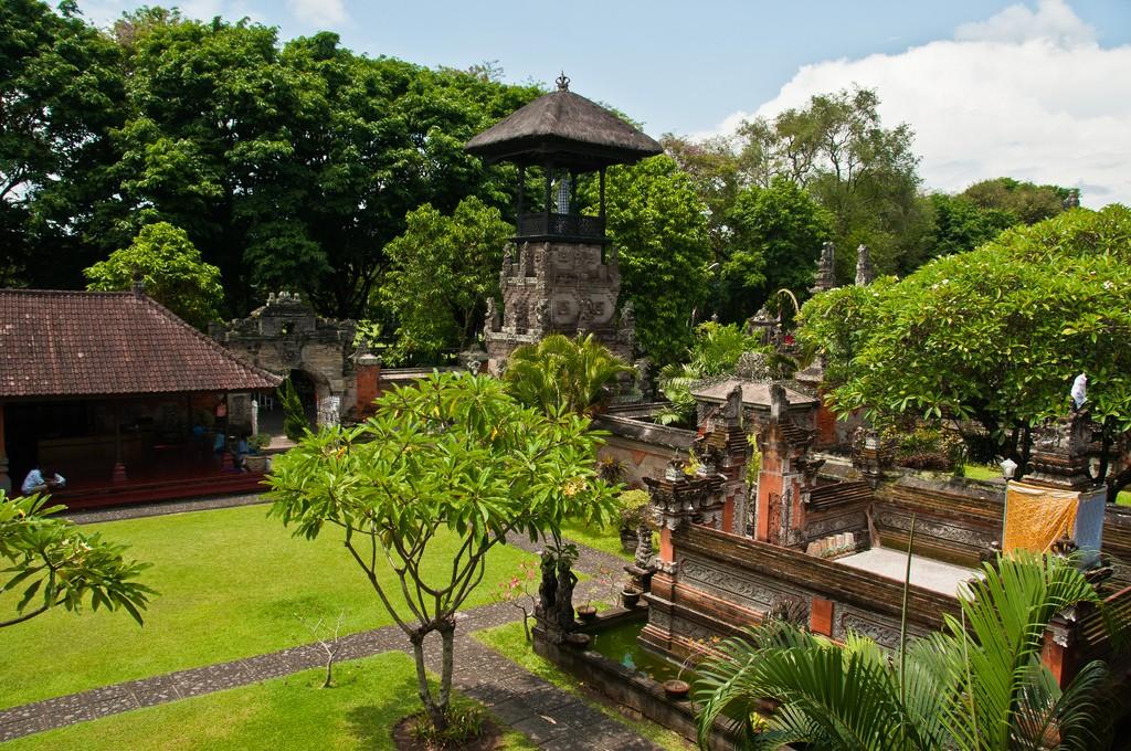 Фото музея в Денпасар Бали
