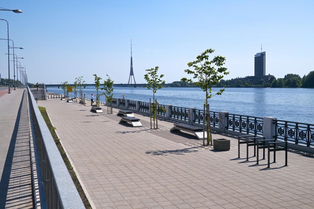 Фото набережной Риги летом