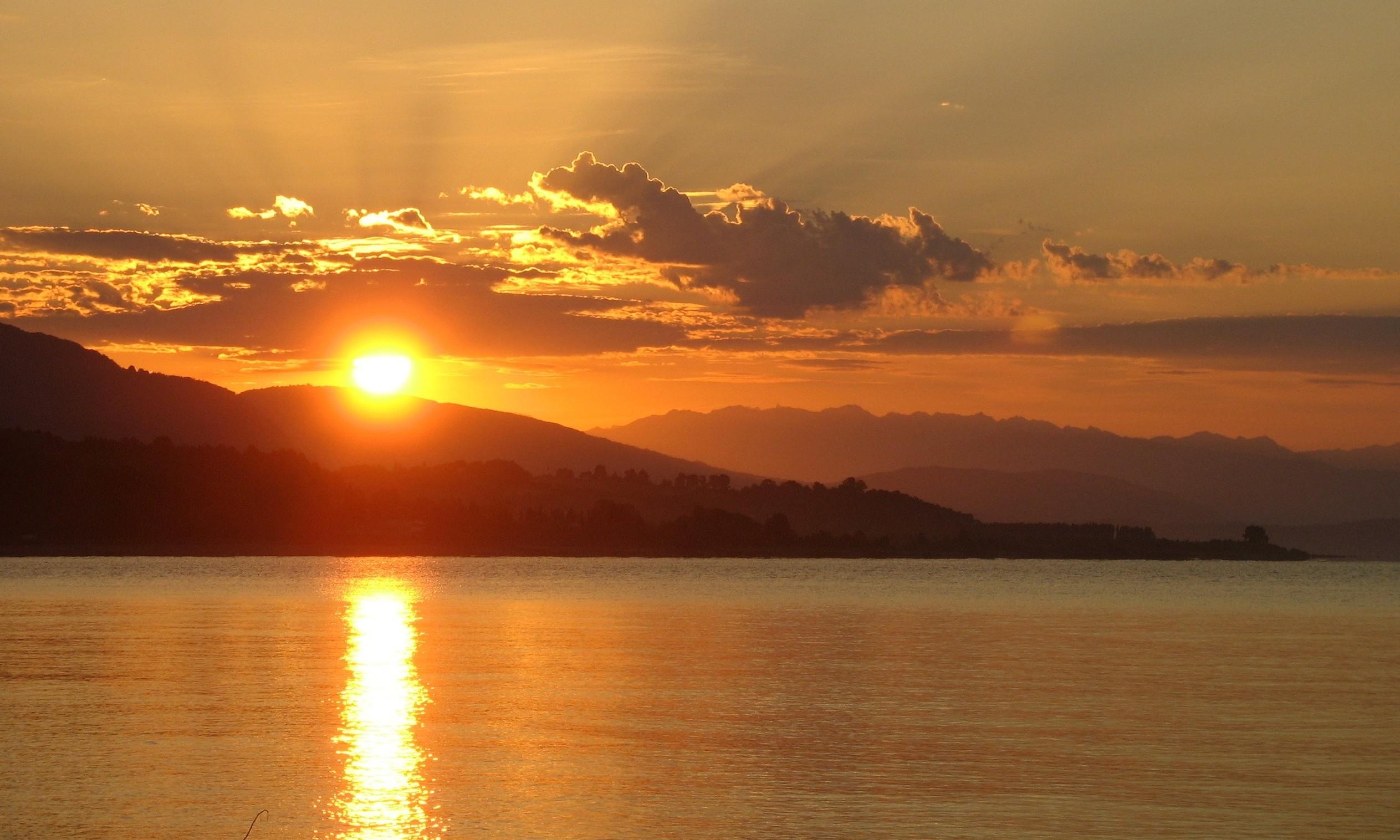 Фото побережья Черного моря в Абхазии
