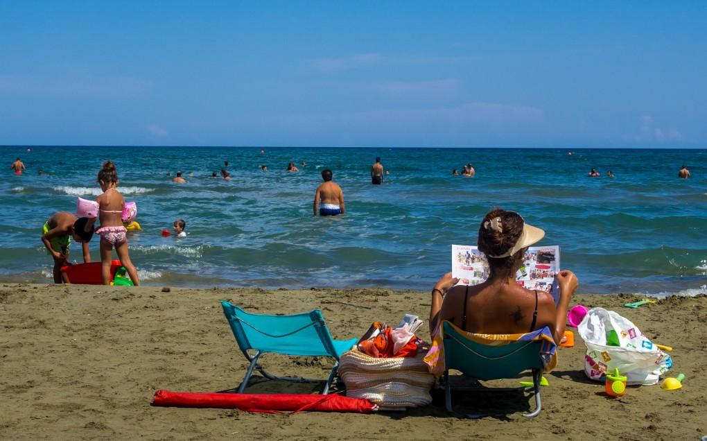 Фото пляжа Маккензи Бич в Ларнаке.