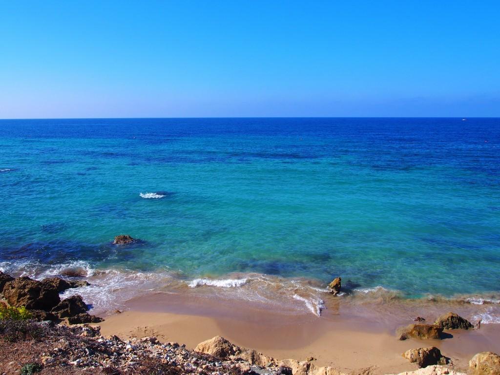 Фото морского побережья в Пафосе.