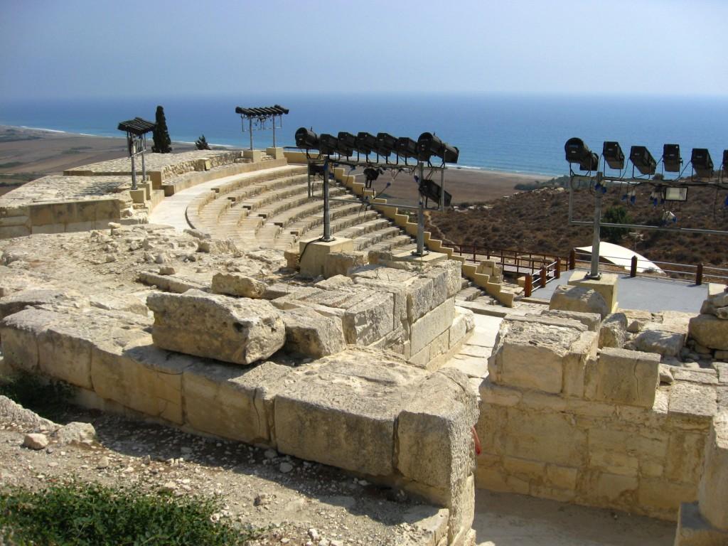Фото древнего амфитеатра в Курионе