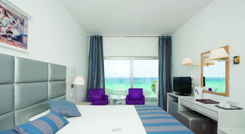 Фото отеля Silver Sands Beach Hotel