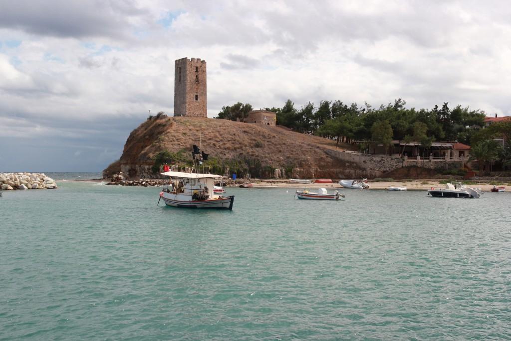 Фото византийской башни в Неа-Фокея