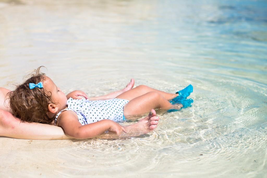 Фото отдыха с ребенком на пляжном курорте