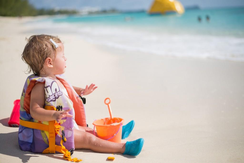Фото пляжного отдыха с ребенком