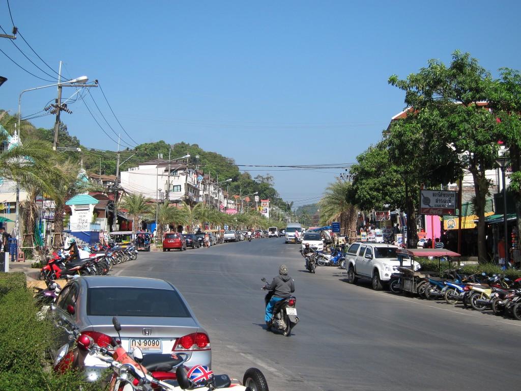 Фото главной улицы в Ао Нанге