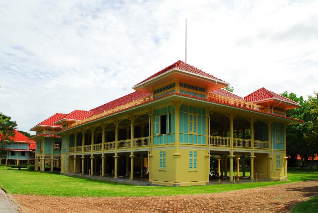 Фото королевского дворца Maruekhathaiyawan