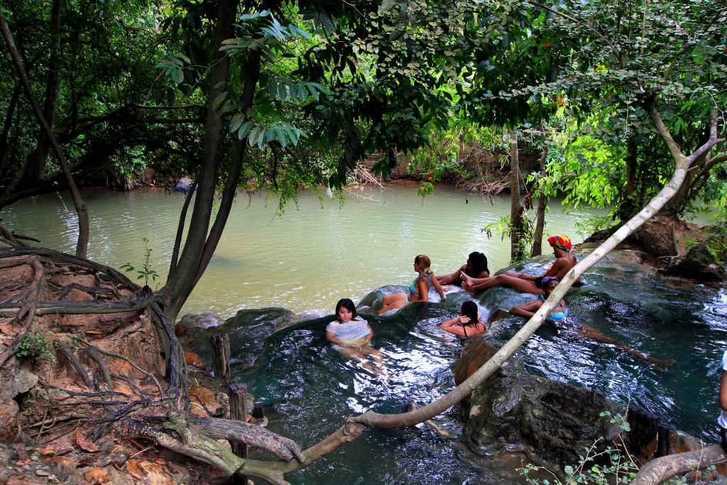 Фото горячих источников Hot Spring Waterfall