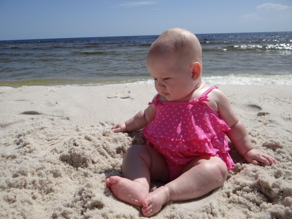 Фото пляжного отдыха с маленьким ребенком