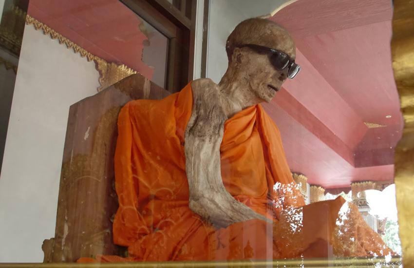 Фото мумифицированного монаха на Самуи