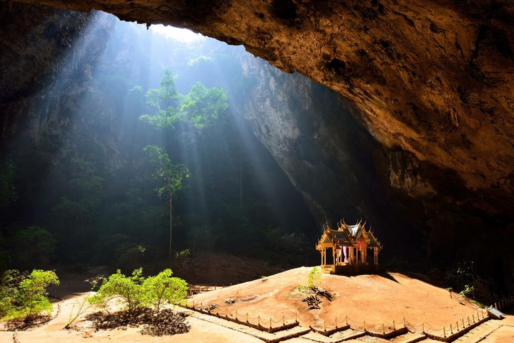 Фото пещеры Phraya Nakorn в Хуа Хине