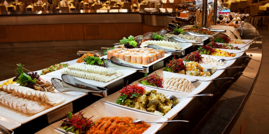 "Шведский стол в отеле с системой питания ""All inclusive"""