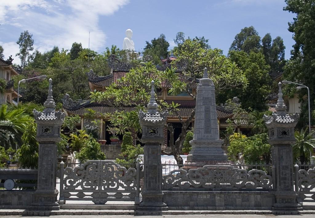 Фото пагоды Лонг Шон и статуи сидящего Будды