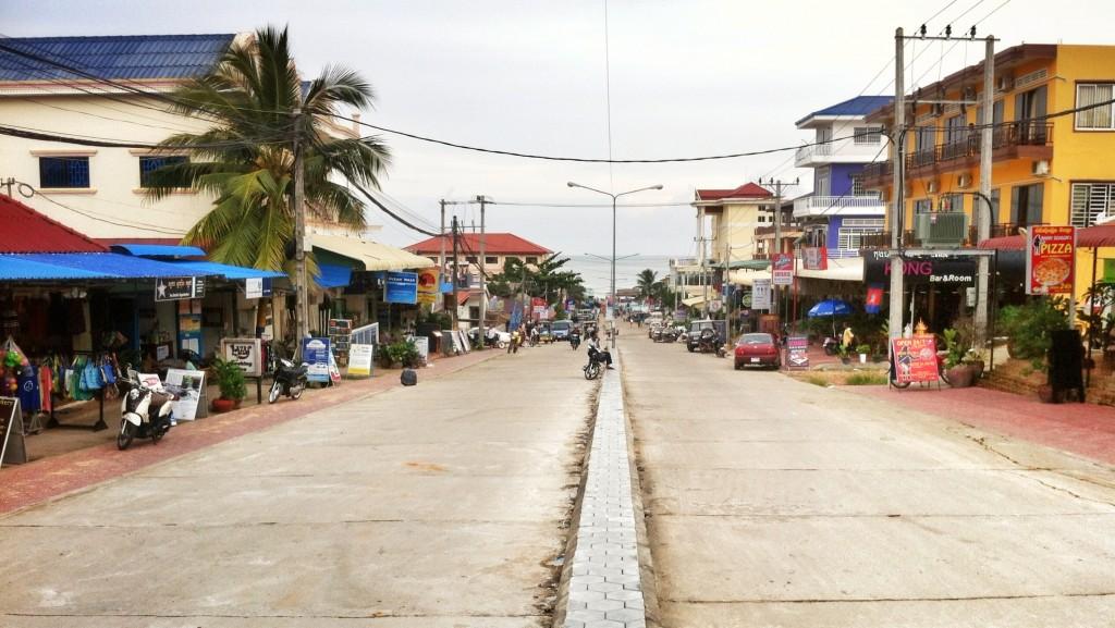 Фото главной туристической улицы Сиануквиля