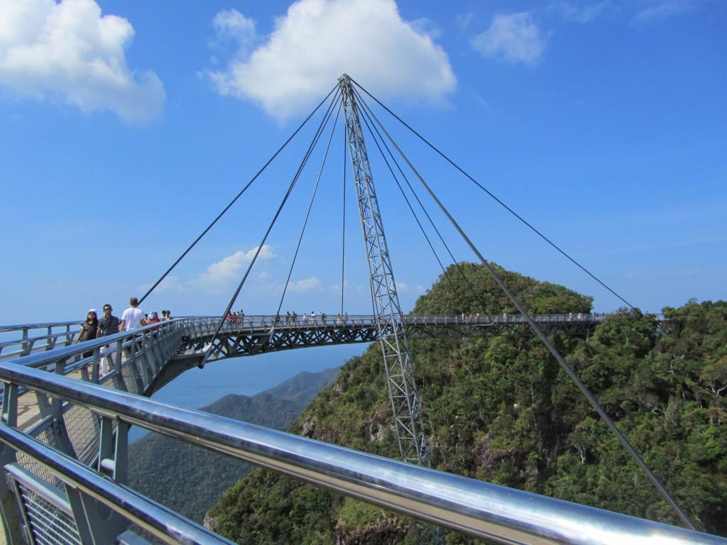 Фото канатной дороги и моста Sky bridge.
