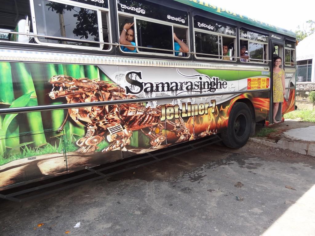 Фото автобуса из Коломбо в Галле.