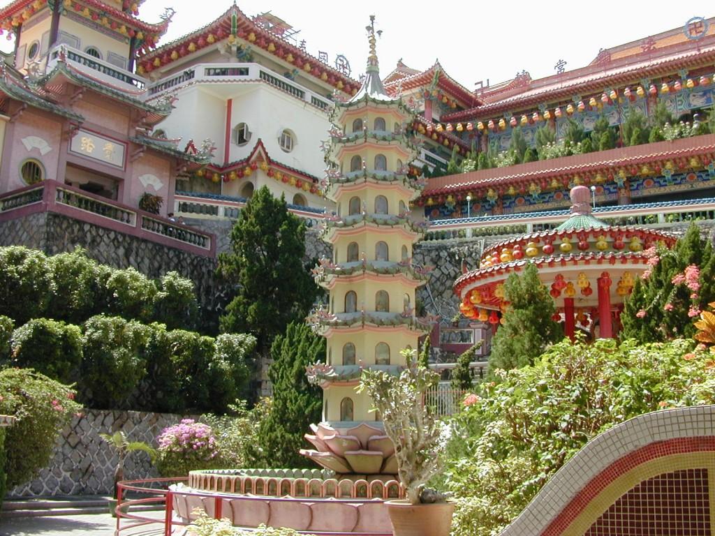 Фото храма Кек Лок Си на Пенанге.